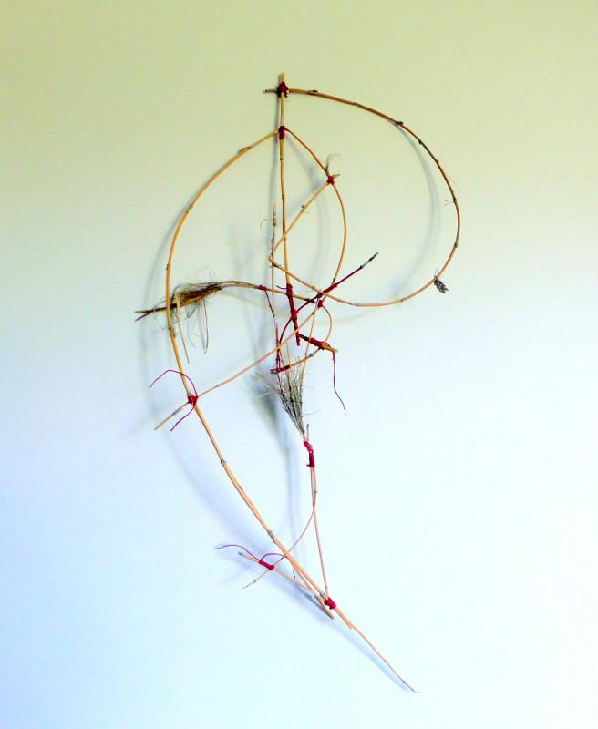 musikalisch, 2015, 87x45x18 cm, Strandhafer, Garn, Acrylfarbe